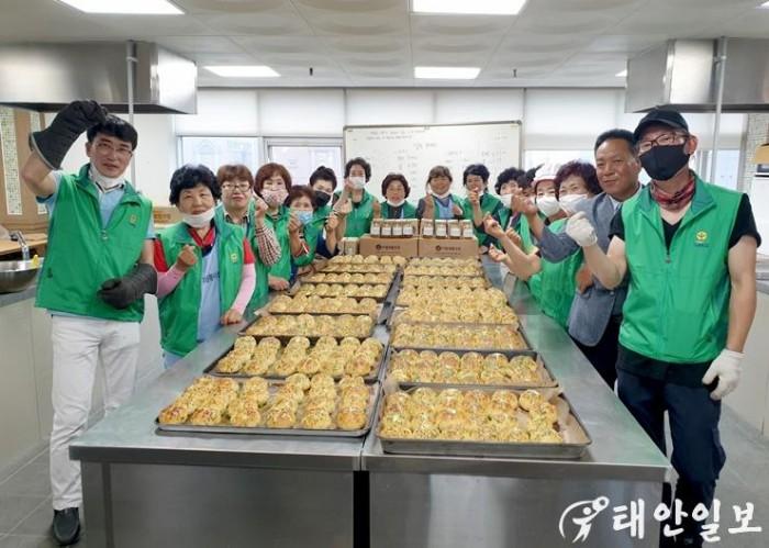 태안군 새마을협의회 사랑의 마늘빵 나눔봉사.jpg
